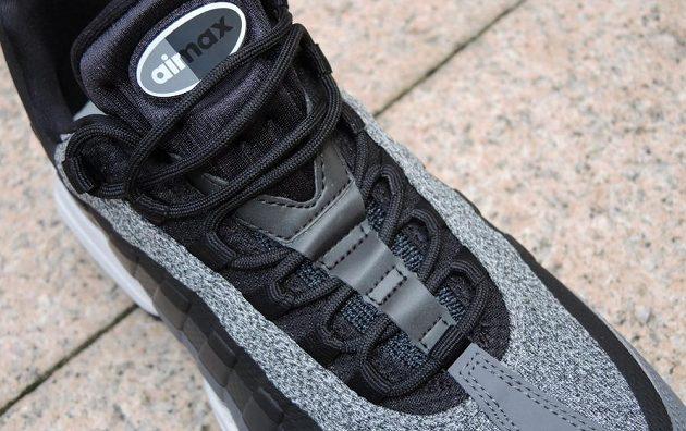 Boty Nike Air Max 95 - detail uchycení jazyka.