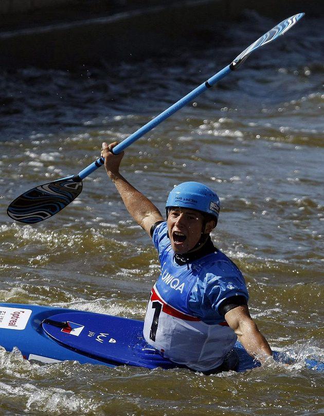 Jiří Prskavec se po finálové jízdě v kategorii K1 raduje z druhého místa.