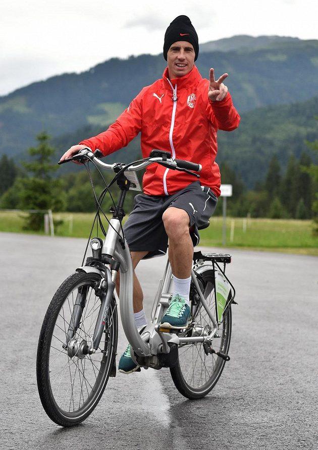 Záložník Viktorie Plzeň Milan Petržela si v rakouském Westendorfu udělal čas i na kolo.