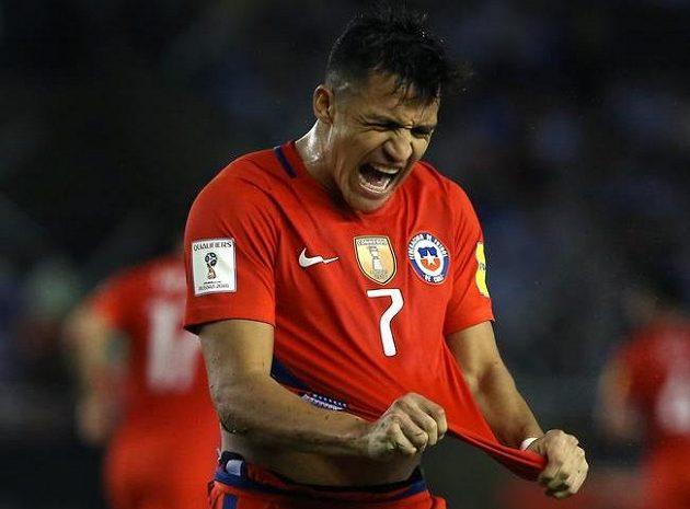 Chilan Alexis Sánchez byl hodně naštvaný po prohře svého týmu v kvalifikaci o postup na MS 2018 na hřišti Argentiny 0:1.