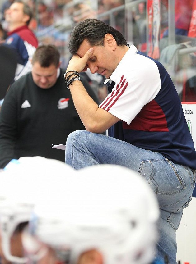 Zklamaný trenér Chomutova Vladimír Růžička.