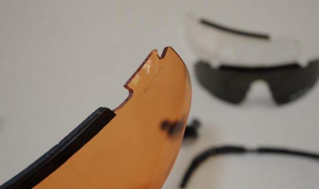 Brýle Wiley X Saber Advanced: Jednoduché, leč účinné provedení spoje.