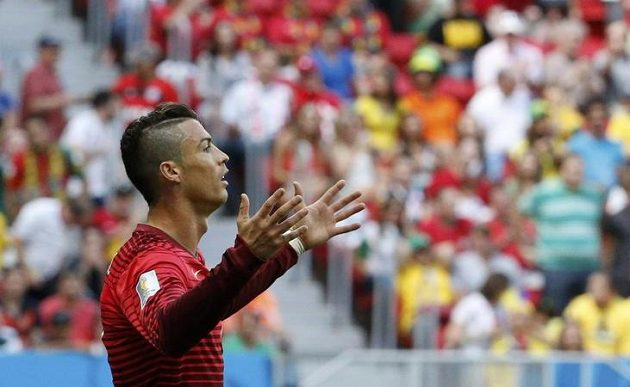 Cristiano Ronaldo trefil v duelu s Ghanou břevno.