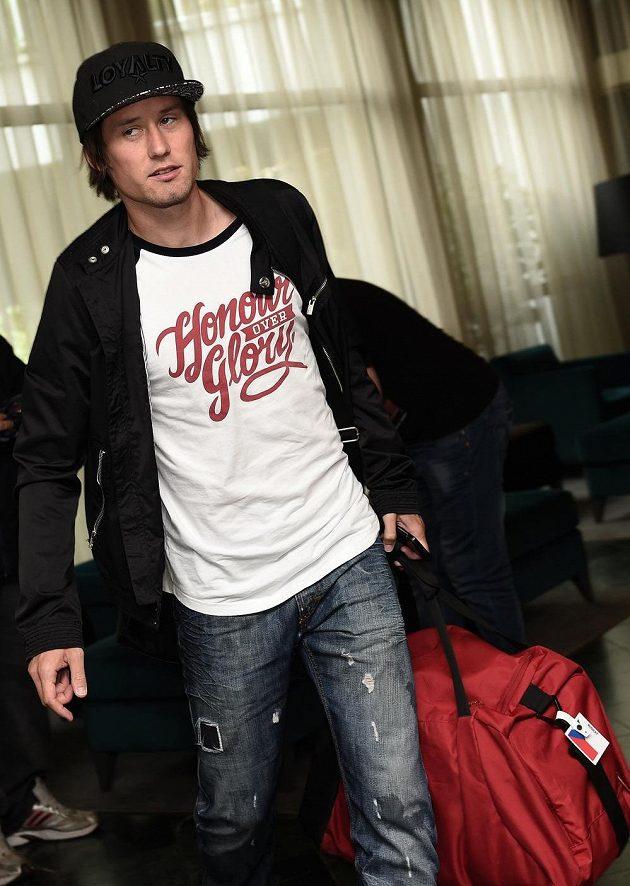 Kapitán české fotbalové reprezentace Tomáš Rosický přichází na sraz národního týmu.