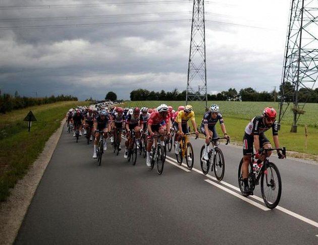 Závodníci Tour během 4. etapy.