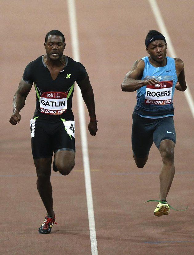 Američan Justin Gatlin (vlevo) a jeho krajan Michael Rodgers obsadili v Pekingu první dvě místa ve sprintu na 100 metrů.