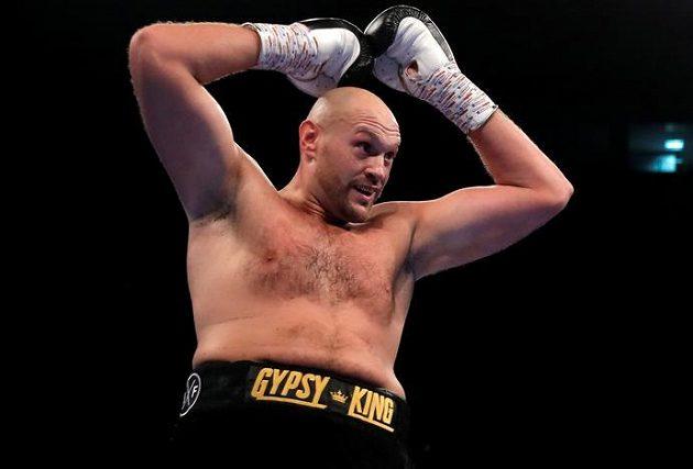 Bývalý mistr světa v těžké váze Brit Tyson Fury se po dvou a půl letech vrátil do boxerského ringu vítězstvím.