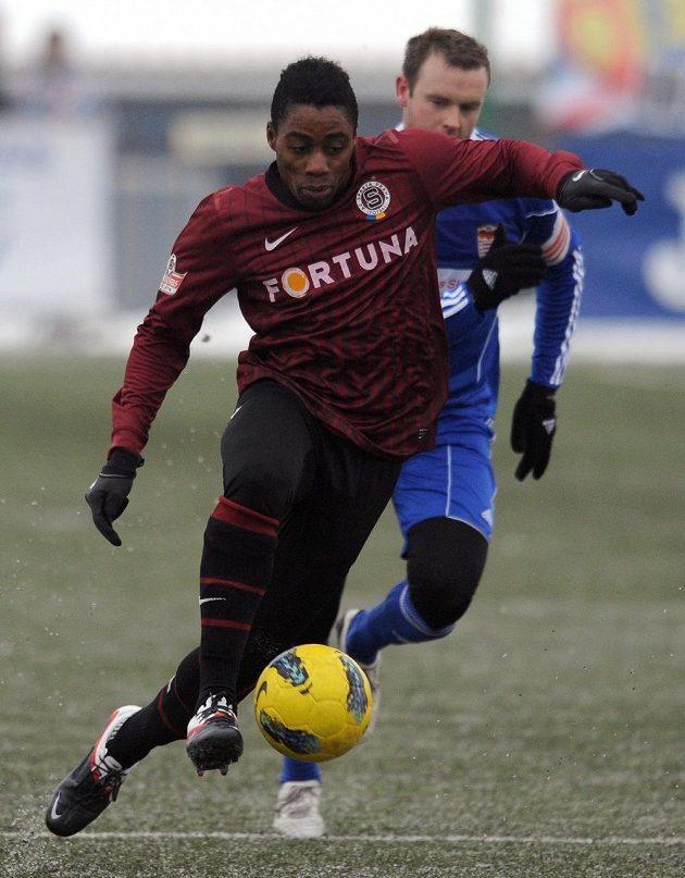Záložník Sparty Tiémoko Konaté během přípravného utkání s Banskou Bystricou.