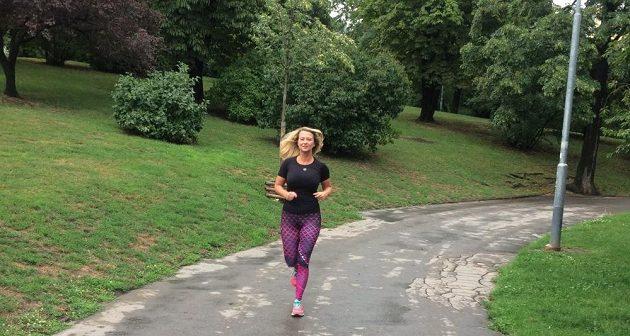 Kristýna Léblová a její trénink v oblečení NESSI.