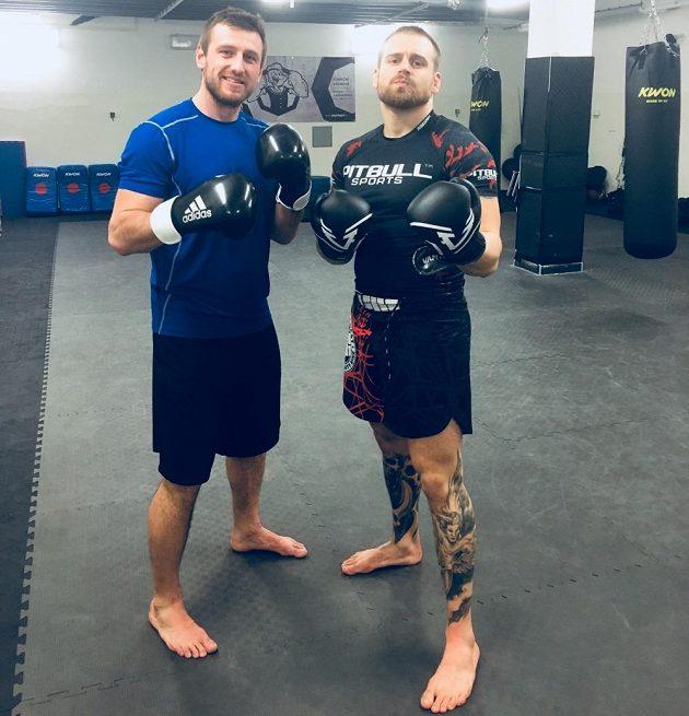 Jiří Tlustý (vlevo) a Patrik Kincl jdou vyzkoušet trénink MMA.