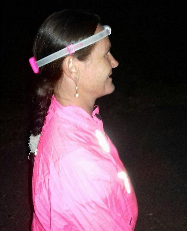 Růžová čelovka představuje pro dámy i vhodný módní doplněk.