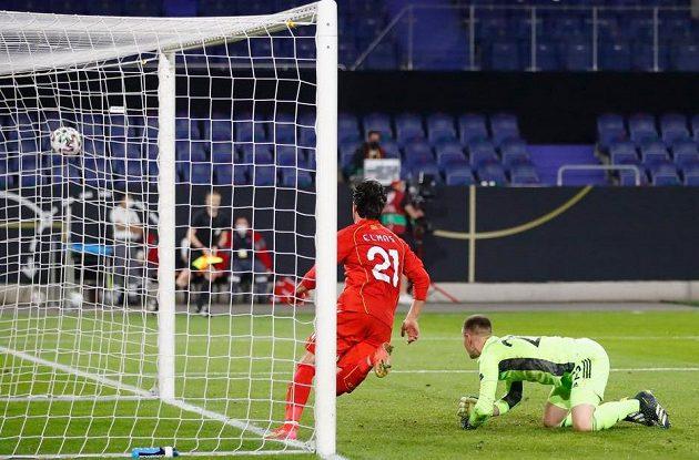 Fotbalista Severní Makedonie Eljif Elmas slaví gól na hřišti Německa v utkání kvalifikace MS 2022.