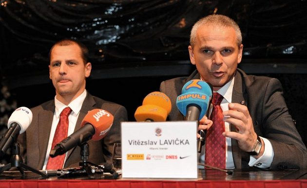 Kapitán Marek Matějovský a trenér Vítězslav Lavička.