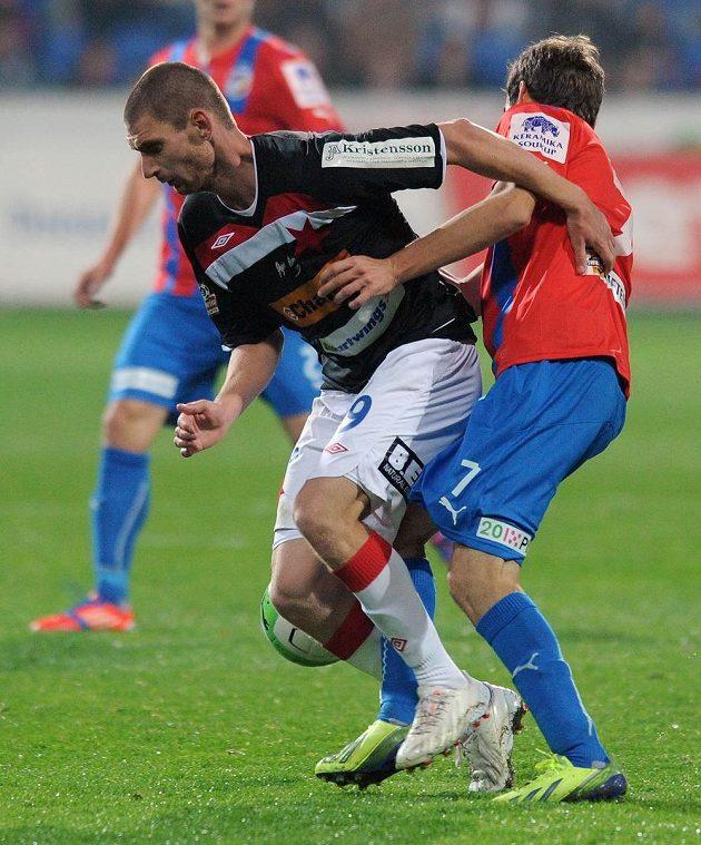 Martin Juhar ze Slavie během utkání v Plzni.