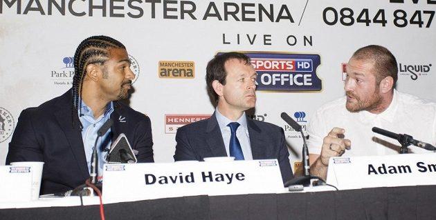 David Haye (vlevo) a Tyson Fury (zcela vpravo).