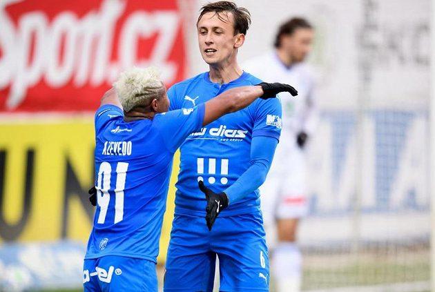Fotbalisté Baníku Ostrava Dyjan Carlos De Azevedo a Daniel Tetour oslavují gól.