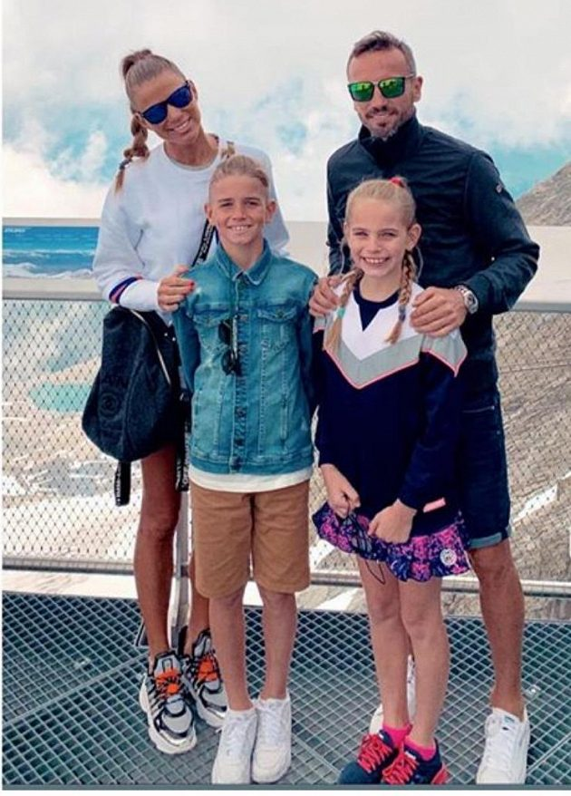 Tomáš Sivok s manželkou Michaelou, dcerou Megan a synem André Thomasem na dovolené.