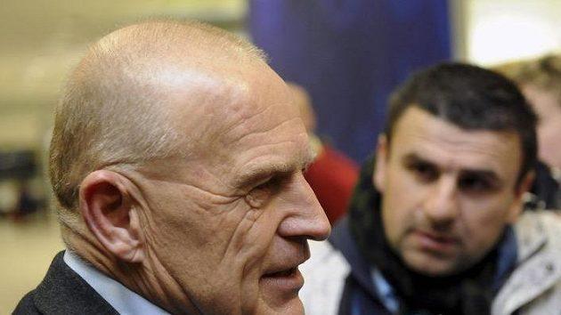 Generální sportovní manažer Sparty Jaroslav Hřebík po příletu mužstva ze soustředění ve Španělsku.