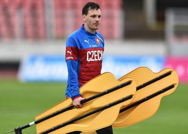 Záložník Ondřej Vaněk během tréninku české fotbalové reprezentace před utkáním ve Finsku.