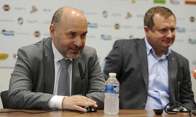 Majitel Plzně Tomáš Paclík (vlevo) definitivně odmítl uvolnit trenéra Pavla Vrbu k fotbalové reprezentaci.