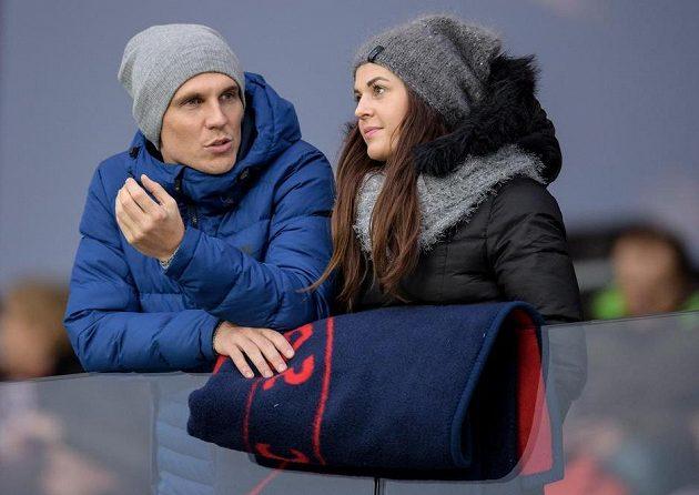 Bořek Dočkal s manželkou během utkání Sparty s Jihlavou.