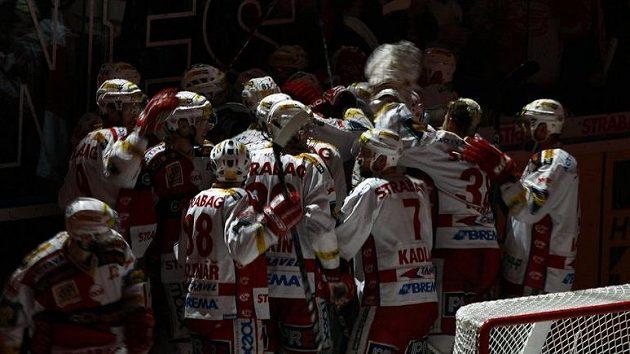 Hokejisté Slavie rozhodli zápas s Třincem na začátku prodloužení.