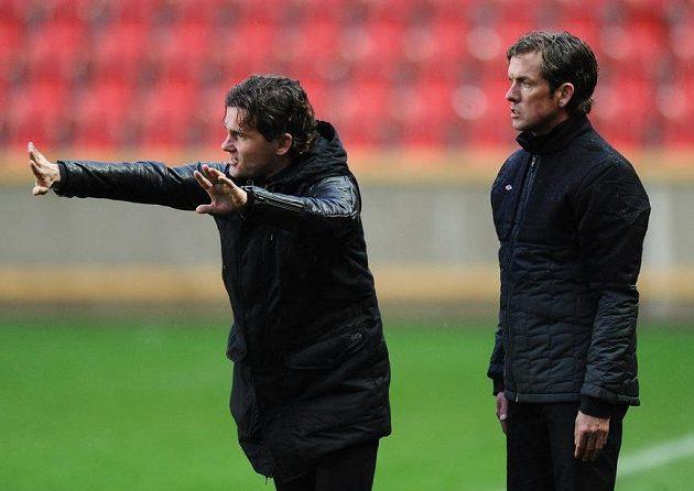 Sportovní ředitel Slavie Praha Karol Kisel (vlevo) a trenér Alex Pastoor během utkání s Jihlavou.