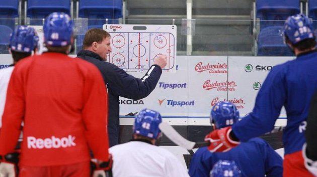 Alois Hadamczik vede trénink české hokejové reprezentace.