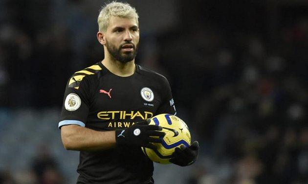 Argentinský fotbalista Sergio Agüero se stal nejlepším střelcem mezi cizinci v anglické Premier League.