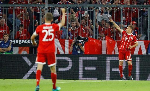 Fotbalista Bayernu Joshua Kimmich slaví gól, který vstřelil Realu Madrid v semifinále Ligy mistrů.