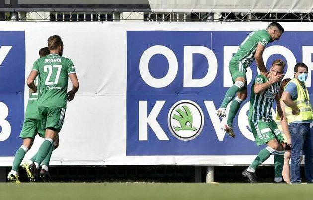 Fotbalisté Bohemians se radují z branky v utkání nejvyšší soutěže.