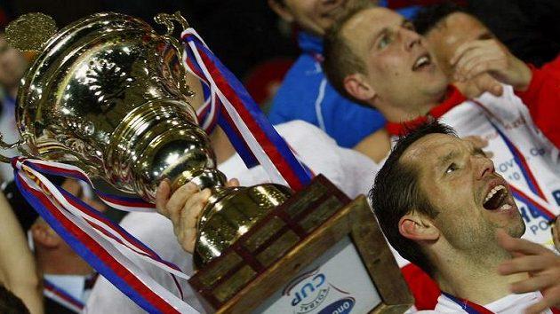 Horváth s pohárem pro vítěze Ondrášovka Cupu.