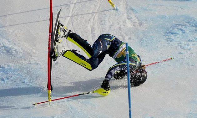 Švédská lyžařka Anna Swenn Larssonová a její neslavný konec druhého kola slalomu.