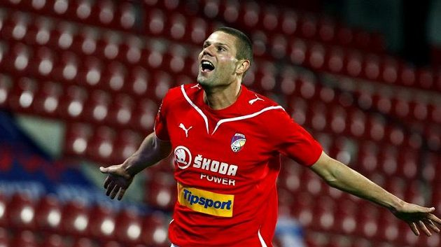 Plzeňský David Bystroň právě vstřelil vítězný gól ve finále Ondrášovka Cupu.