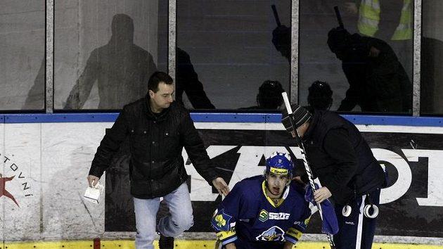 Zraněný kladenský útočník Michal Dragoun.