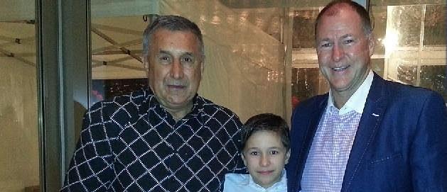 Jaroslav Pouzar, jeho syn Jára a Kevin Lowe.
