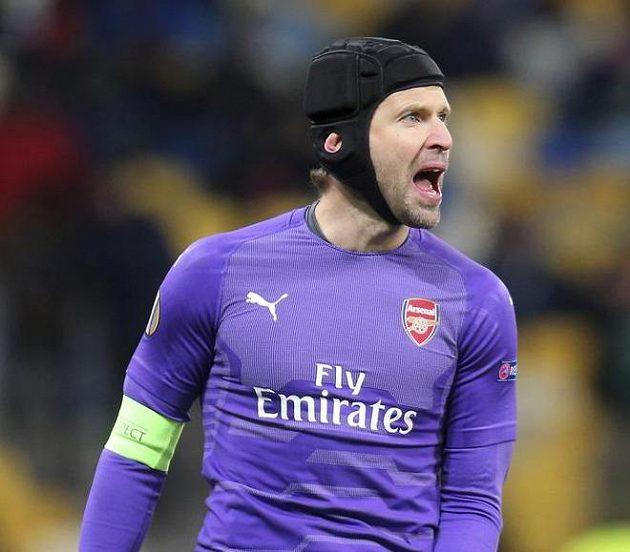 Brankář Arsenalu Petr Čech slavil s Kanonýry výhru v utkání Evropské ligy na hřišti Vorskla Poltava.