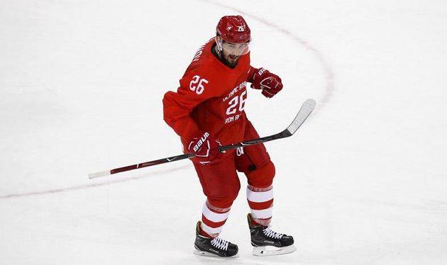 Hrdinou první třetiny olympijského finále hokejistů byl Rus Vjačeslav Vojnov, když vstřelil jediný gól první dvacetiminutovky. Výběr OSR vedl nad Německem 1:0.