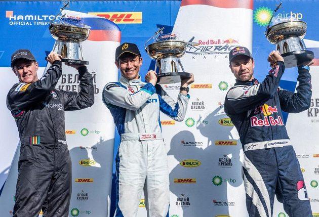 Stupně vítězů v Kazani - zleva druhý Australan Matt Hall, vítězný Japonec Jošihide Muroja a třetí Martin Šonka.