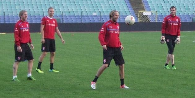 Zleva Tomáš Hübschman, Michal Kadlec, Jaroslav Plašil a Jan Laštůvka během tréninku v Sofii.