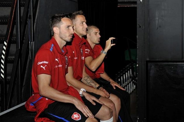 Tomáš Sivok, Tomáš Pekhart, a Jan Rezek během odpolední zkoušky skupiny Nightwork v Českém domě.