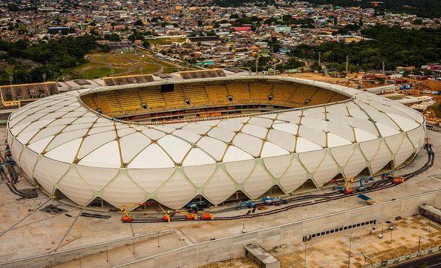 Aréna Amazonia v Manausu leží v srdci deštného pralesa.