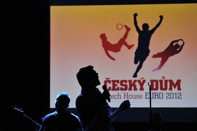 Hudební skupina Nightwork při otevření Českého domu ve Vratislavi