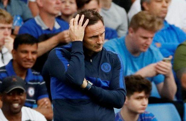 Zklamaný manažer fotbalové Chelsea Frank Lampard.