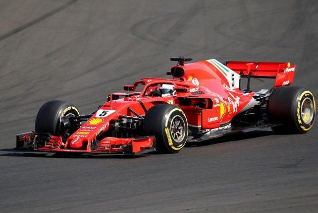Sebastian Vettel na trati Hungaroringu.