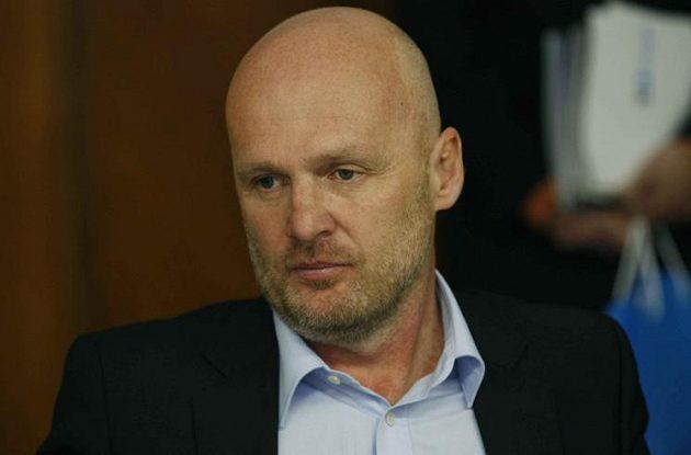 Kouč národního týmu Michal Bílek cestu vlakem přivítal.