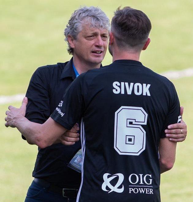 Trenér Boleslavi Jozef Weber a Tomáš Sivok z Českých Budějovic.