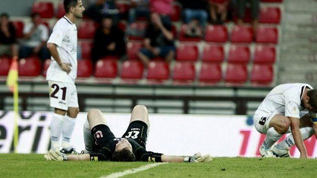 Bezmoc fotbalistů Sarajeva po debaklu na hřišti Sparty.