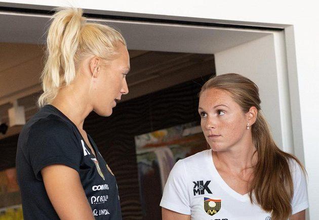 Beachvolejbalistky Kristýna Hoidarová Kolocová (vpravo) a Michala Kvapilová.