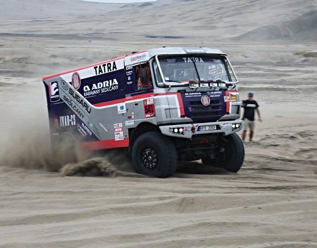 Tatra týmu Adria během závěrečného testování před zahájením Rallye Dakar.